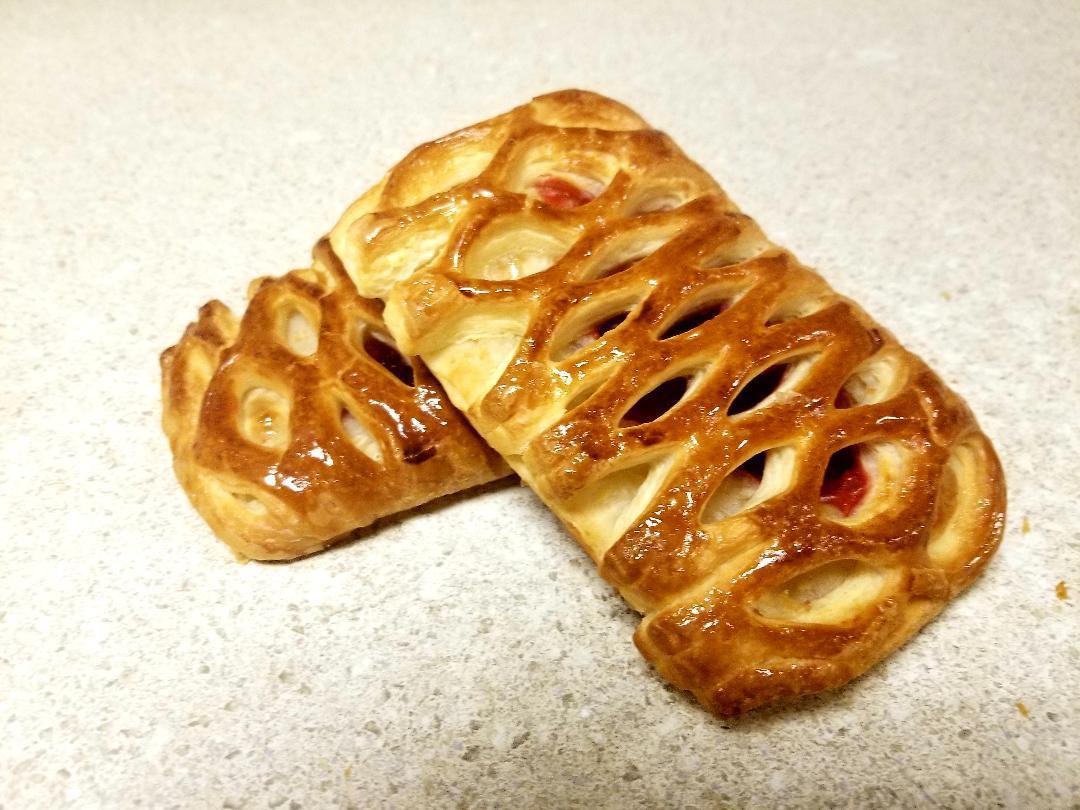 Raspberry puff croissant