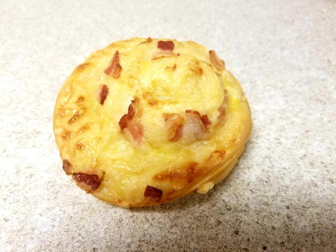 Bacon-cheese roll